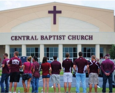 (Facebook/ Leslie Mott) Texas A&M students form human wall at Central Baptist church.<br />