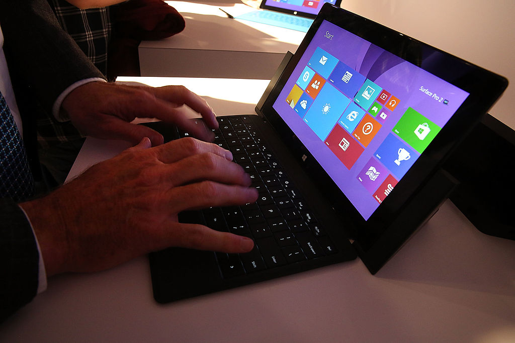 Microsoft Surface Pro 5 Unveils During Windows 10 Event, Ahead Of Oct. 27 Release; Redstone 2 Build Ships On March 2017? : Tech : University Herald