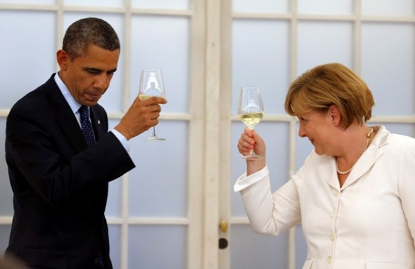 German Chancellor Angela Merkel and U.S. President Barack Obama raise their glasses in a toast during a dinner at the Chralottenburg Castle in Berlin June 19, 2013.