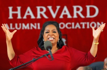 Oprah Winfrey delivers the commencement address during Harvard University's 362nd Commencement Exercises in Cambridge, Massachusetts May 30, 2013.