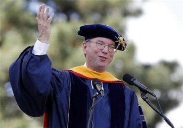 (Reuters) Google Inc Executive Chairman Eric Schmidt challenged college graduates on Sunday to take the radical step -- at least for their generation -- of tearing their eyes away from their smartphones and computer screens.