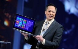 Samsung Electronics America Senior Vice President Michael Abary with Samsung Laptop