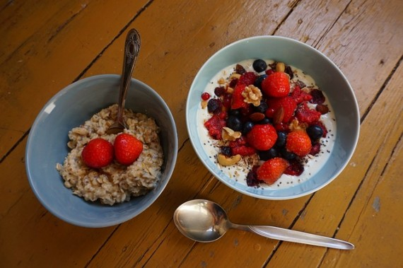 Harvard study reveals that a bowl of porridge rich in fiber can reduce the risk of dying from cancers