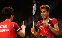 Gold medalists, Tontowi Ahmad and Liliyana Natsir of Indonesia celebrate winning the Mixed Doubles Gold Medal Match against Peng Soon Chan and Liu Ying Goh of Malaysia on Day 12 of the Rio 2016 Olympic Games at Riocentro - Pavilion 4 on August 17, 2016 in