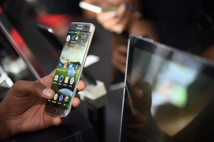 Samsung plans refurbished smartphone program