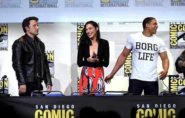 """SDCC """"Justice League"""" trailer receives an 8-bit treatment."""