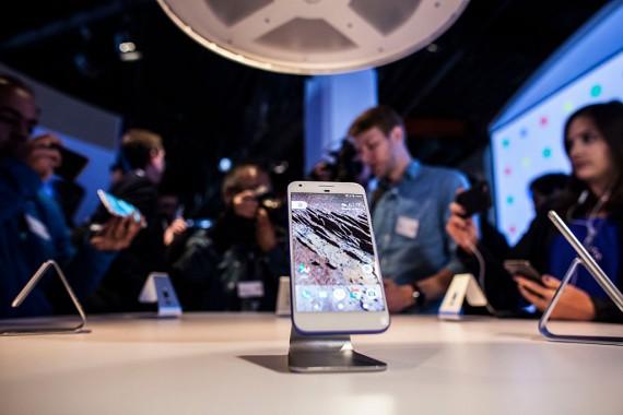 Google Pixel Phone vs. iPhone 7