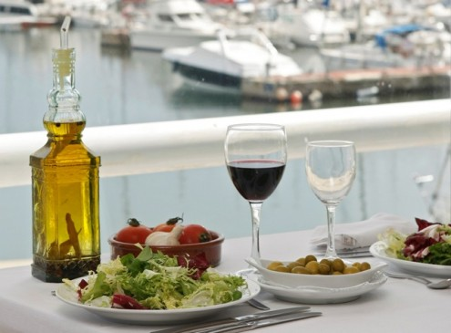 Mediterranean Diet Prevents Narrowing Of Arteries in Legs, Study