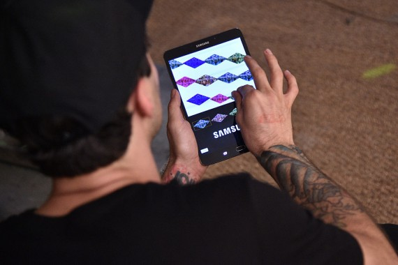 Artist ThankYouX creates a digital live art piece using Samsung Galaxy Tab S2