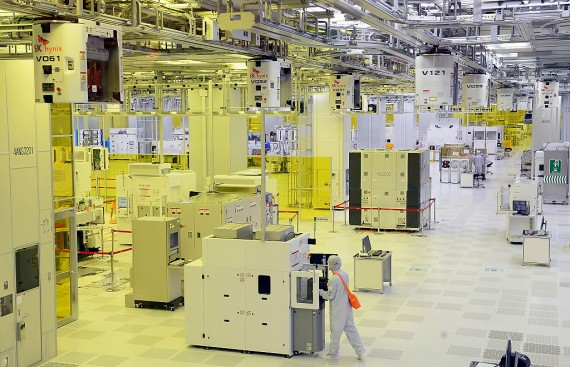 Credit: Pool / Pool Editorial #: 485148946 Collection: Getty Images News ICHEON, SOUTH KOREA - AUGUST 25: Workers work at SK HYNIX Inc. plant on August 25, 2015 in Icheon, South Korea. South Korean chip giant SK Hynix Inc. said on August 25, 2015 that it