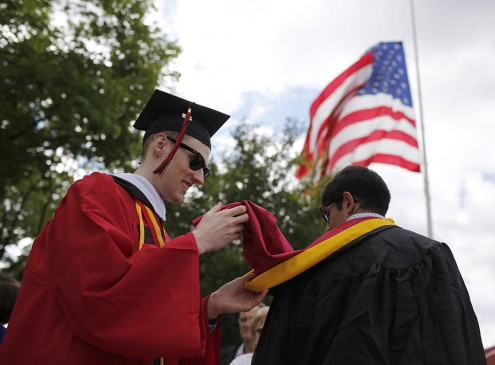 Lack of College Degree Increases Risk of Heart Attack , Study Finds