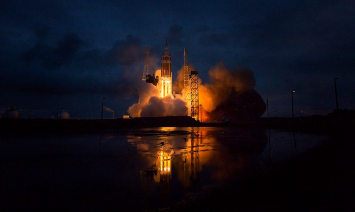 NASA announces that they are considering astronauts in heavy-lift rocket.