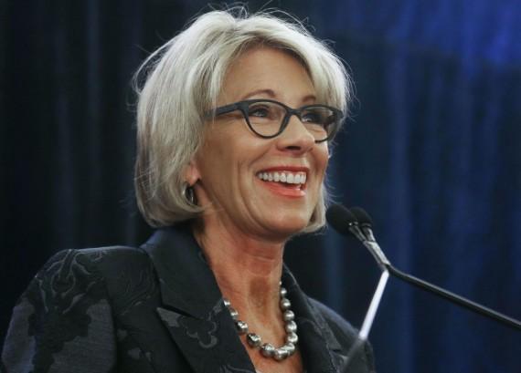 Betsy DeVos praises community colleges