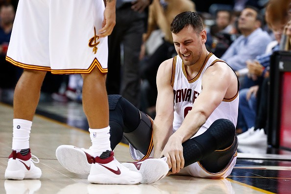 Andrew Bogut out for remainder of season with broken tibia