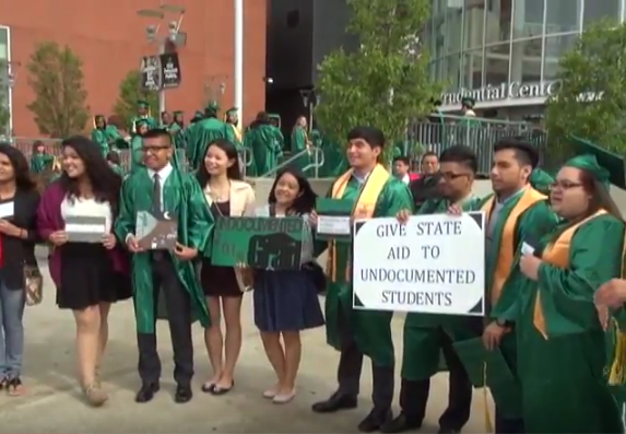 Undocumented students fighting for financial aid