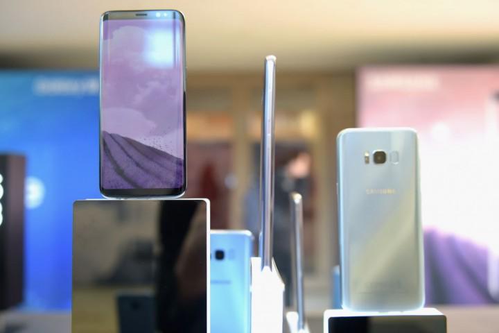 Samsung Galaxy S8+ prototype unit features dual-camera lens setup