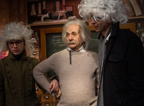 Albert Einstein : A Flawed Human Life Of The Godly Physicist [Video]