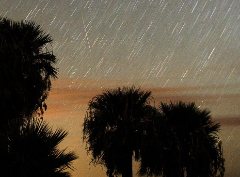 Watch The Eta Auqarid Meteor Shower This Weekend [VIDEO]
