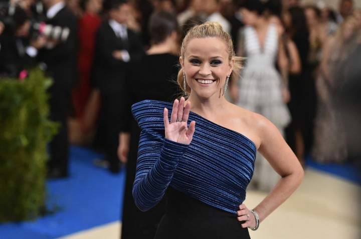 Reese Witherspoon visits her old college dorm room