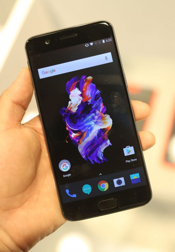 OnePlus 5 Smartphone Updating To OxygenOS 4.5.2